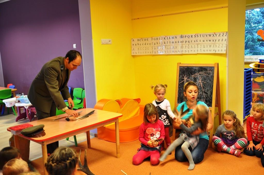 Wizyta Pana Leśniczego – Gumisiowe Przedszkole Językowe i Żłobek