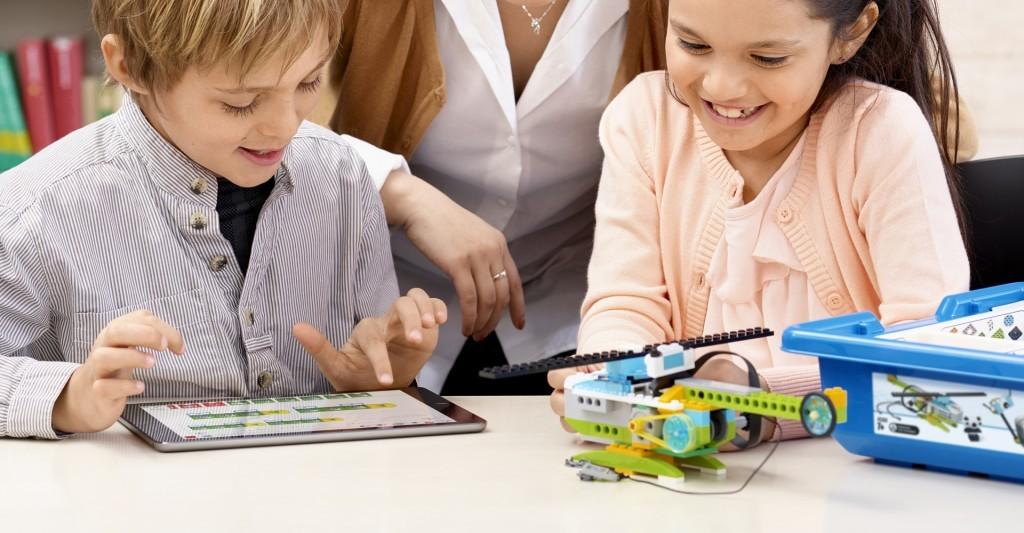 Lego Education WeDo - robotyka w przedszkolu - Gumisiowe Przedszkole Językowe Kaliszki Czosnów Nowy Dwór Mazowiecki Łomianki